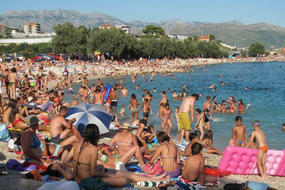 Пляж Сплита в разгар сезон