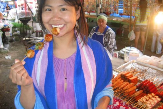 Тайланд фото – Уличный лоток с едой