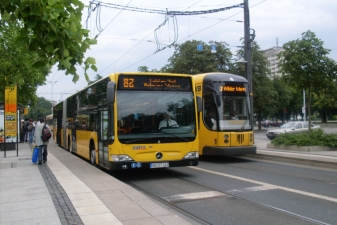 Городской трамвай и автобус