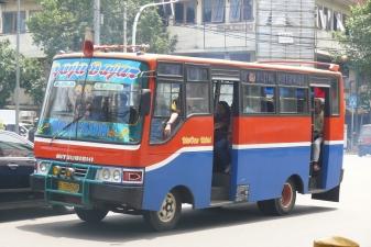 Автобус фирмы MetroMini