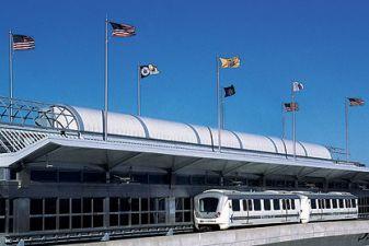 Поезд AirTrain в аэропорте имени Джона Кеннеди