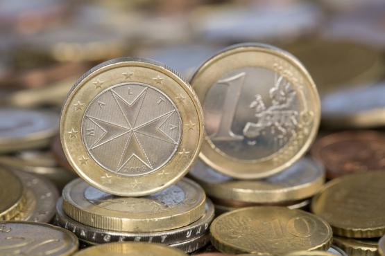 В отличие от купюр, монеты евро на Мальте имеют свой фирменный дизайн с  национальным колоритом. На них нанесено большое изображение главного  символа страны ... 8eddff848cc