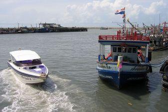 Тайланд фото – Скоростной катер и паром