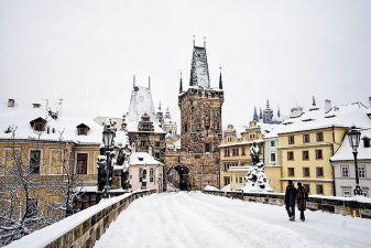 Карлов мост в Праге зимой