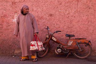 Мужчина в джеллабе