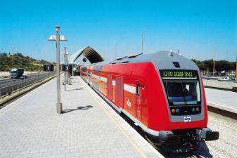 Поезд на станции в Израиле