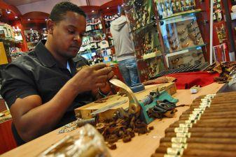 Производство сигар в Доминикане