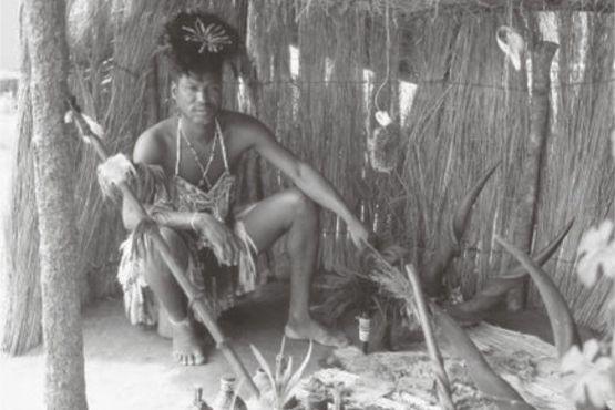 Замбия фото – Шаман племени тонга