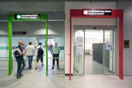 Красный и зеленый таможенный коридор