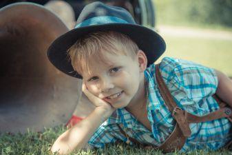 Мальчик в традиционном костюме