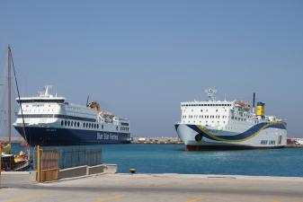 Паромы Anek и Blue Star Ferries
