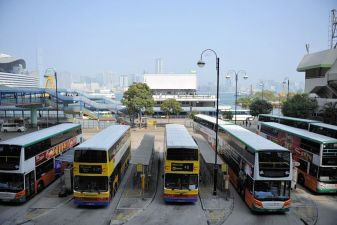 Гонконг фото – остановка автобусов