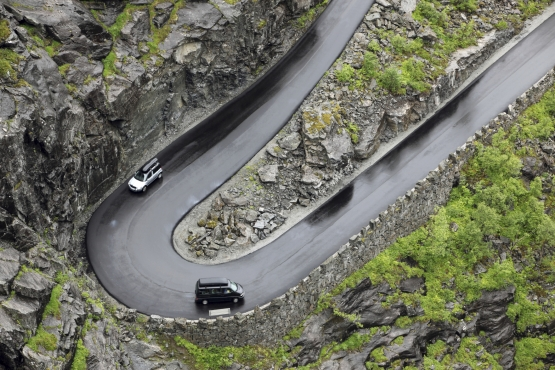 Поворот на знаменитой дороге троллей