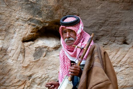 Бедуинский музыкант в Петре