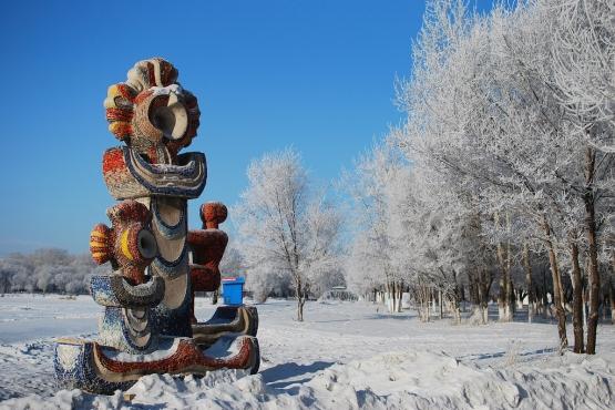 Снежная зима в парке