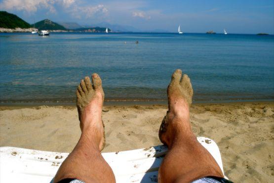 Отдых на песчаном пляже Лопуд