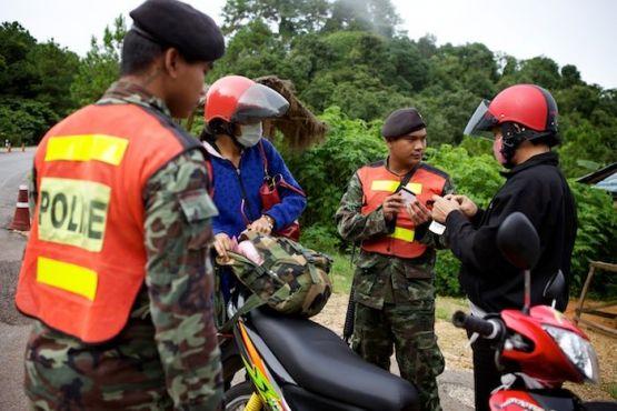 Тайланд фото – Процедура полицейского досмотра