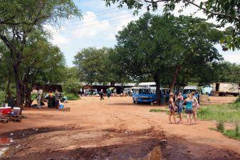 Замбия фото – Автобусная остановка в Лусаке