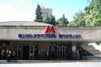 Вход на станцию метро