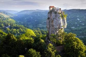 Храм на вершине скалы