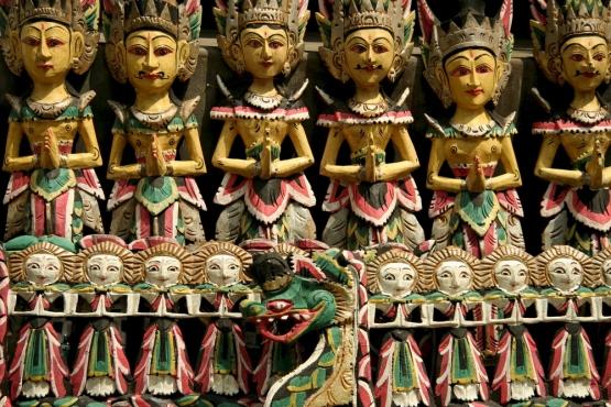 Резные сувениры с Бали