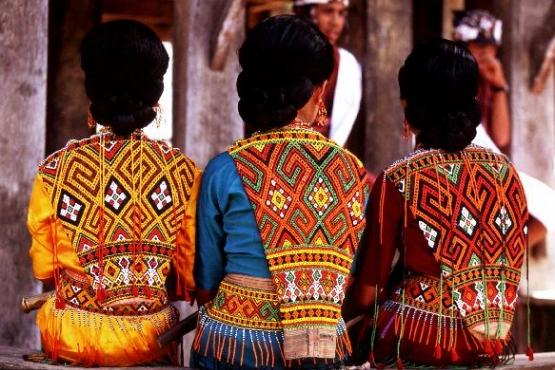 Женские наряды племени торайя с Сулавеси