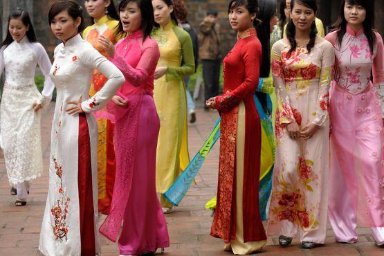 Рисунки девушки в национальных костюмах