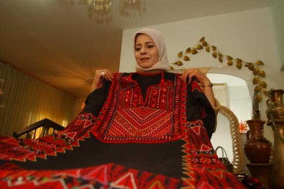 Иорданка демонстрирует традиционный наряд