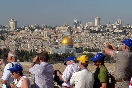 Туристы осматривают Иерусалим