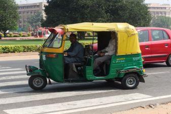Индия фото– тук-тук на улицах Дели