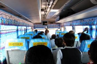 Внутри международного автобуса