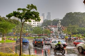 Тропический дождь в Сингапуре