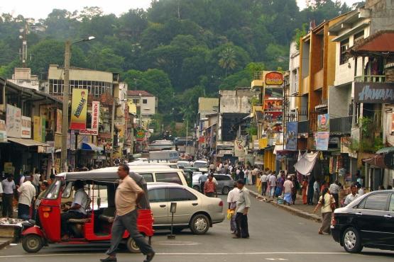 Торговая улца в центральном районе Канди