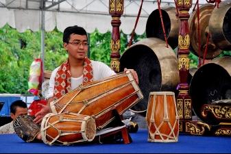 Игра на традиционных барабанах