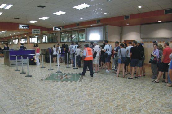 Замбия фото – Стойка регистрации в аэропорту Лусаки