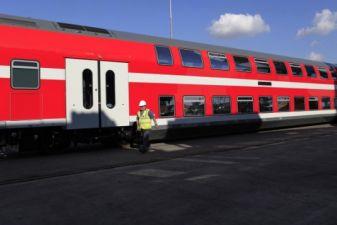 Двухэтажный вагон поезда