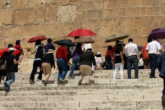 Туристы у Стены Плача