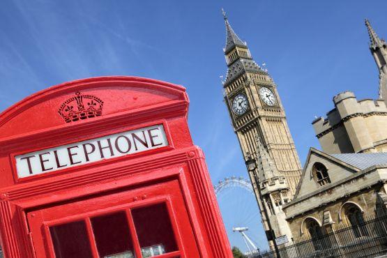 Красная телефонная будка– один из символов Англии