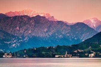 Италия фото– закат над озером Комо