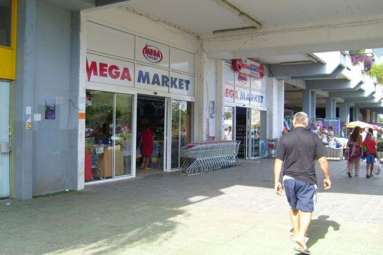 ТЦ Mega market в Будве