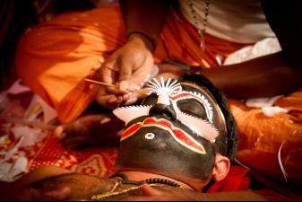Подготовка к индийскому празднику