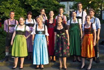 Австрийцы в народных костюмах