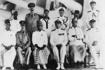 Мальдивы фото – Английские офицеры на Мальдивах