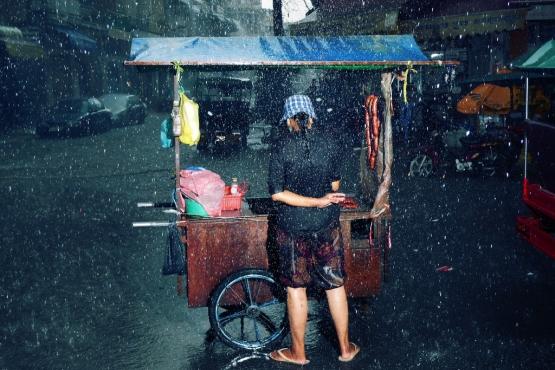 Торговля под дождем