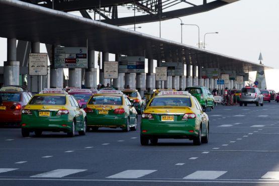 Бангкок фото – Такси в аэропорту Суварнабхуми