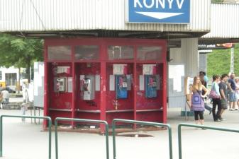 Телефоны-автоматы возле метро